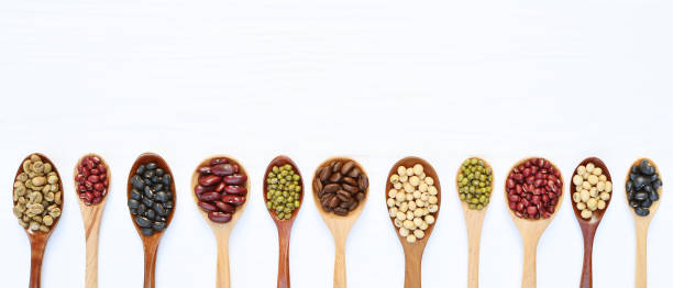 Assortment of beans and lentils on spoon – zdjęcie