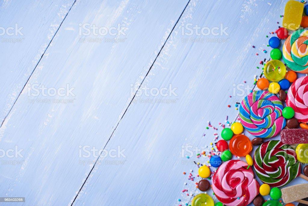 Assortment of colorful candies and lollipops - Zbiór zdjęć royalty-free (Bez ludzi)