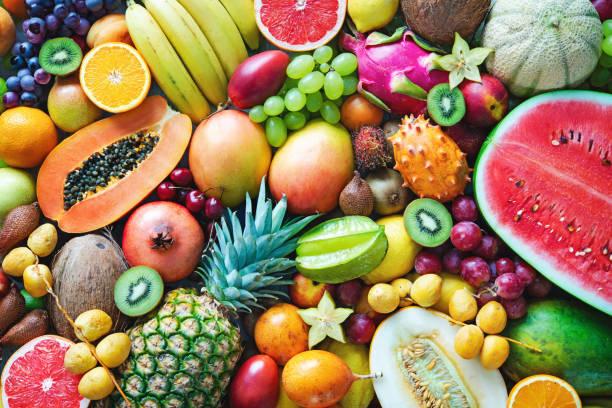 豐富多彩的成熟熱帶水果品種。頂部視圖 - 清新 個照片及圖片檔