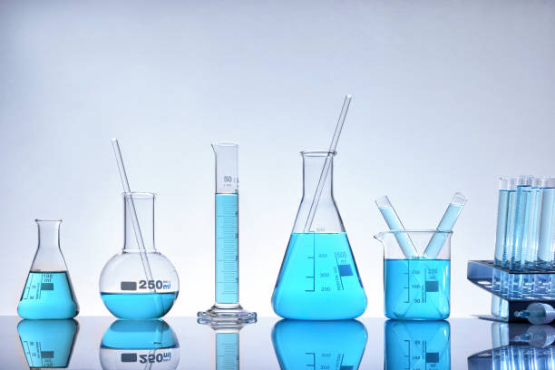 assortment of glass containers for laboratory general view - laboratory glassware stock pictures, royalty-free photos & images