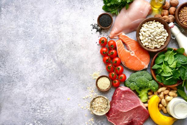 Sortiment an gesunden Eiweißquellen und Körperbau – Foto