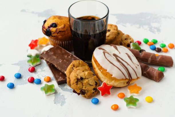 各式各樣的產品與高血糖水準 - 不健康飲食 個照片及圖片檔