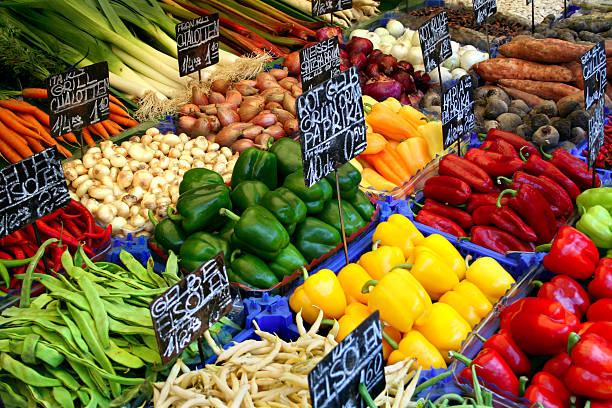 vegetables'sortiment - naschmarkt stock-fotos und bilder