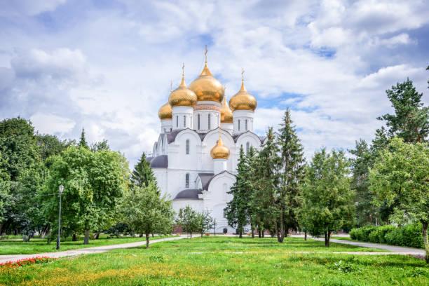 cattedrale dell'assunzione, yaroslavl, anello d'oro, russia - ferragosto foto e immagini stock