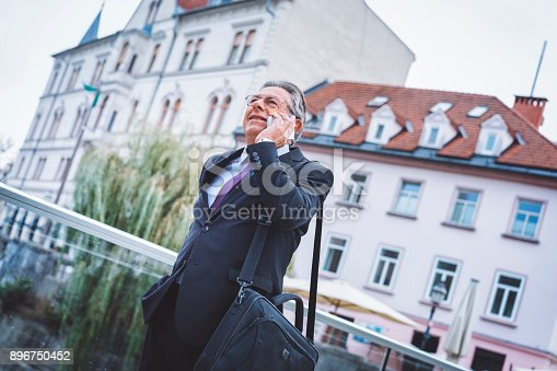 istock Assured call handler 896750452