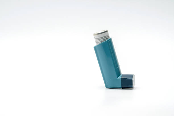 Inhalateur asthme isolé sur fond blanc, analgésique - Photo
