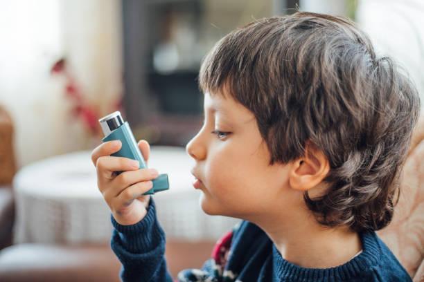asthma-inhaler - agrobacter stock-fotos und bilder