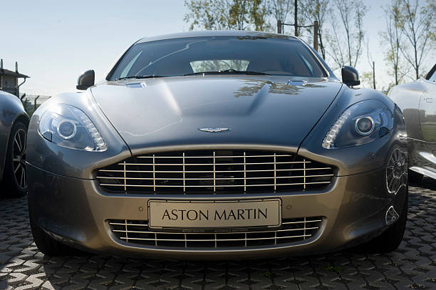 Aston Martin Vantage Coupe – Foto
