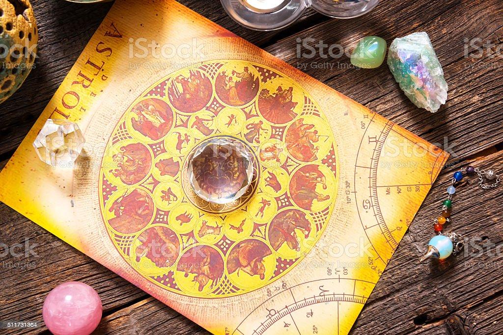 Астрология с кристаллами стоковое фото