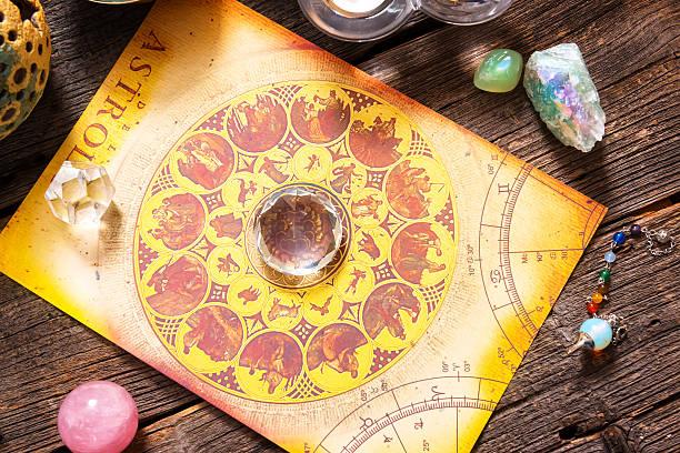 Astrología con cristales - foto de stock