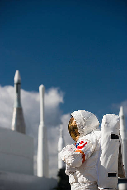 astronaut von rockets - kennedy space center stock-fotos und bilder