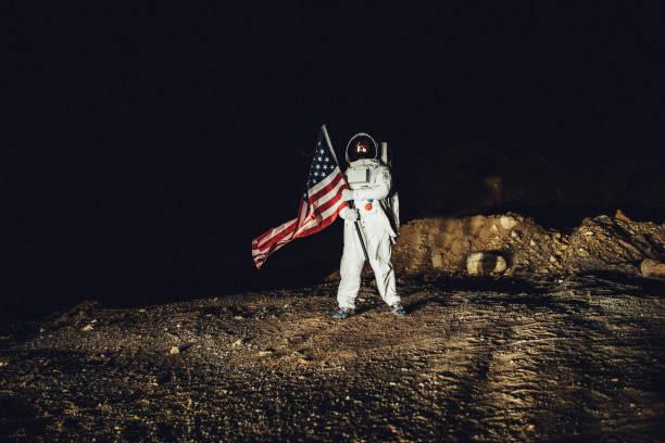 astronaute américain à la conquête de mars - lune photos et images de collection