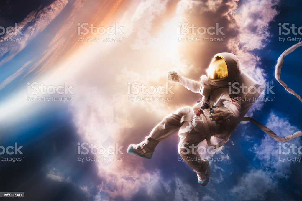 Astronaut floating in the atmosphere – zdjęcie