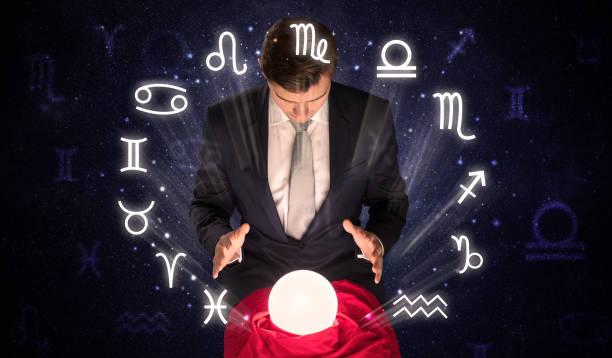 astronauten, die auf der suche nach inspiration in seine magische kristallkugel - steinbock mann stock-fotos und bilder