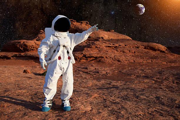 astronauta su marte - esplorazione spaziale foto e immagini stock