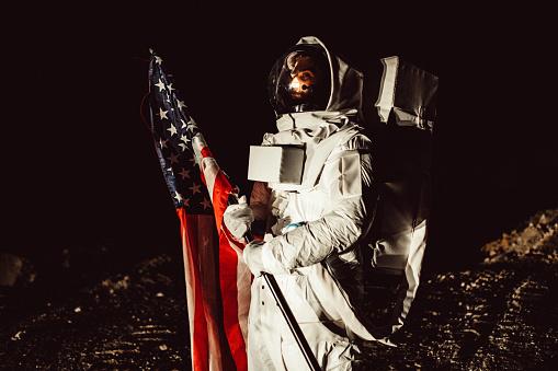Amerikaanse Astronaut Op Mars Stockfoto en meer beelden van Alleen volwassenen