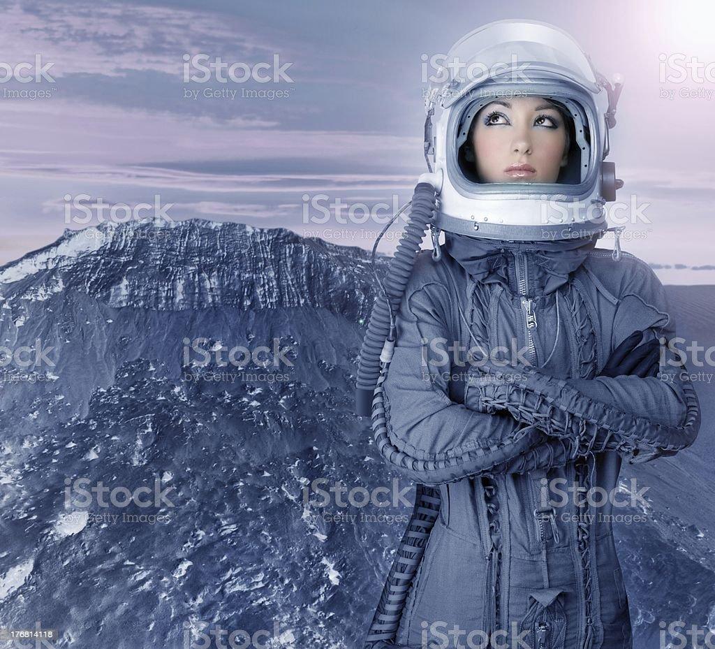 Astronauta donna pianeti nello spazio futuristico luna - foto stock