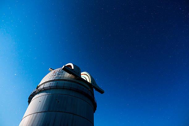 astronomical observatory under the night sky stars - hohe warte stock-fotos und bilder