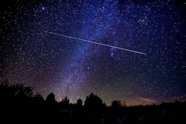astrophotography meteor shower with milky way galaxy and stars - stars imagens e fotografias de stock