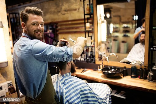 istock At barber shop 685920432