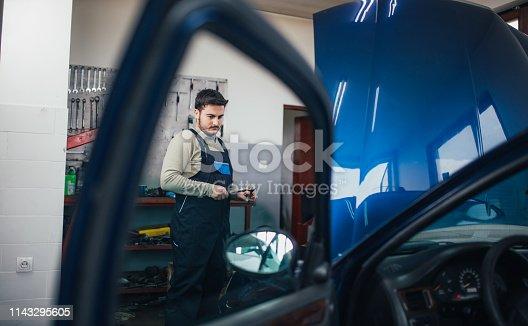 istock At car service 1143295605