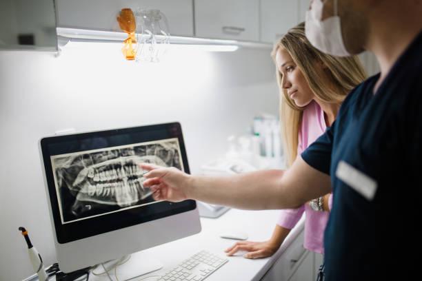 hos tandläkaren - two dentists talking bildbanksfoton och bilder