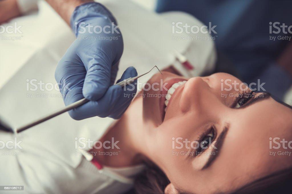 At the dentist - foto de stock