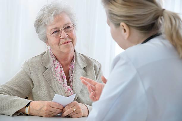 en el consultorio médico - receta instrucciones fotografías e imágenes de stock