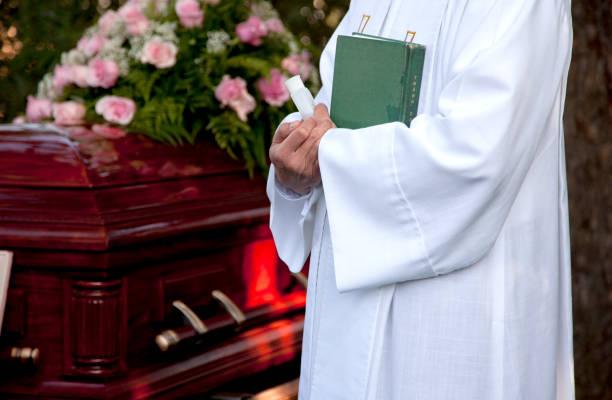 no funeral - padre - fotografias e filmes do acervo