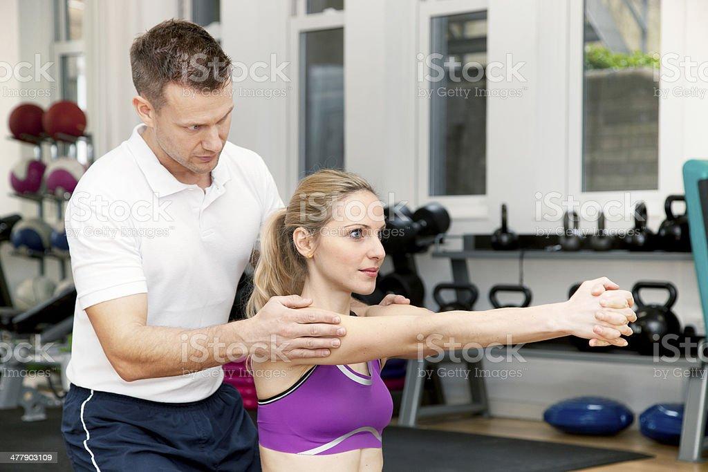 En el gimnasio - Foto de stock de Adulto libre de derechos