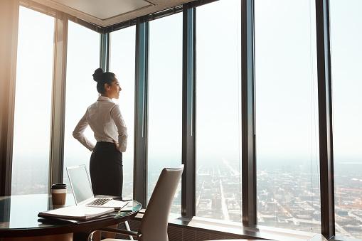 비즈니스 세계의 상단에 20-29세에 대한 스톡 사진 및 기타 이미지