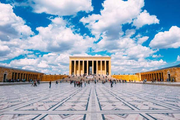 mausoleum van ataturk anitkabir - mausoleum stockfoto's en -beelden
