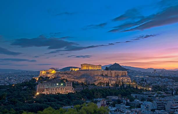 Athen und Akropolis bei Dämmerung – Foto