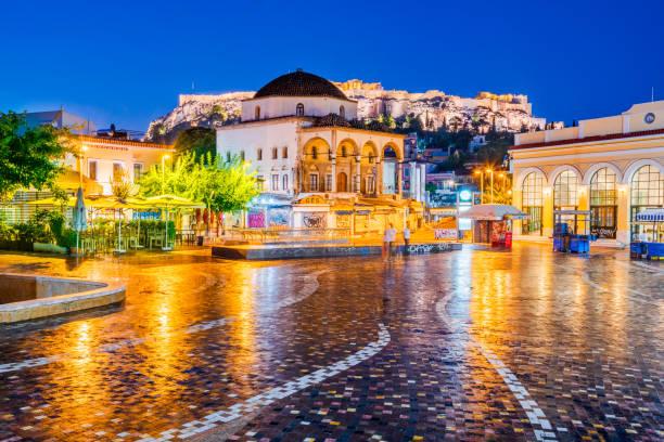 モナスティラキ広場とアクロポリス アテネ、ギリシャ - アテネ ストックフォトと画像