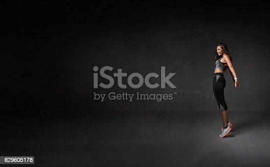629605142istockphoto athlete on point 629605178