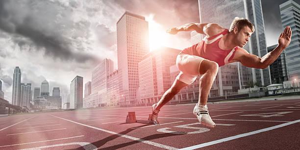 athlet sprinting in der stadt - schuhe auf englisch stock-fotos und bilder