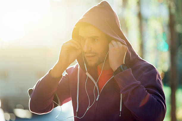 athlete with earphones running in the city – Foto