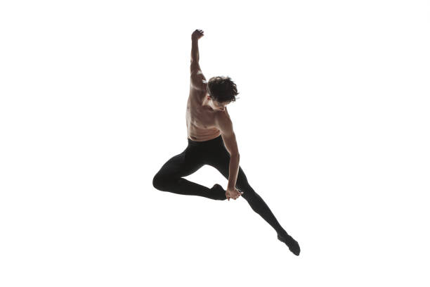 athletische balletttänzer in eine perfekte form über dem weißen hintergrund durchführen. - männliche körperkunst stock-fotos und bilder