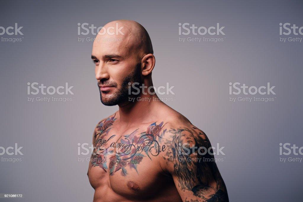 Tattoo oberkörper seitlich mann