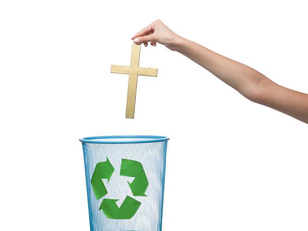 athseist throws away cross to the recycling bin - 大比大 聖經人物 個照片及圖片檔