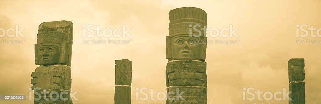 Atlantean figures at the top of the pyramid foto stock royalty-free