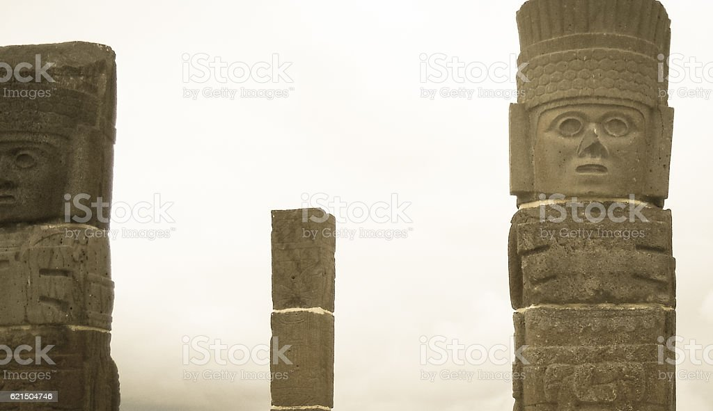 Atlantean figures at the top of the pyramid photo libre de droits
