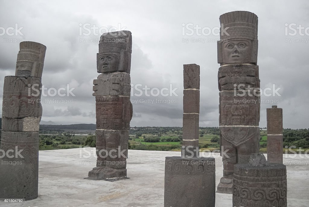 Atlantean figures at the top of the pyramid photo libre de droits