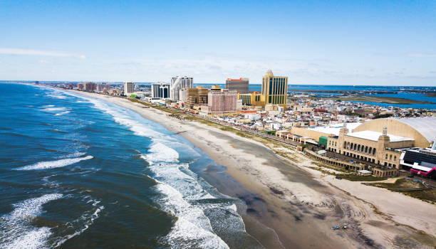 atlantic city waterline aerial - riva dell'acqua foto e immagini stock