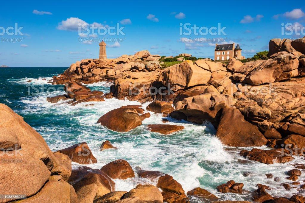 Atlantik-Küste in der Bretagne in der Nähe von Ploumanach, Frankreich – Foto