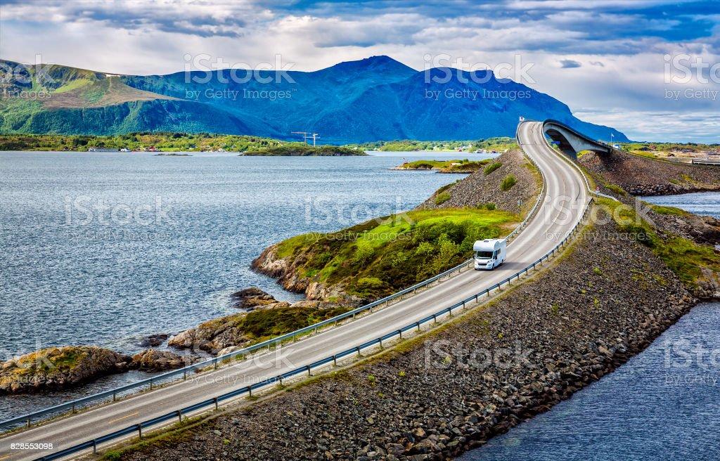 Atlantischen Ozean Road Caravan Auto. – Foto