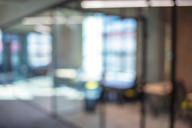 ボケとオフィスのぼかしの背景の周りの雰囲気 - オフィス ストックフォトと画像