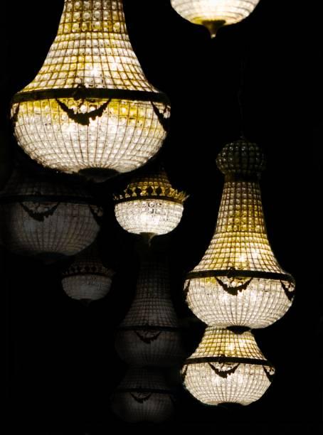 atmosphère d'éclairage vintage - josianne toubeix photos et images de collection