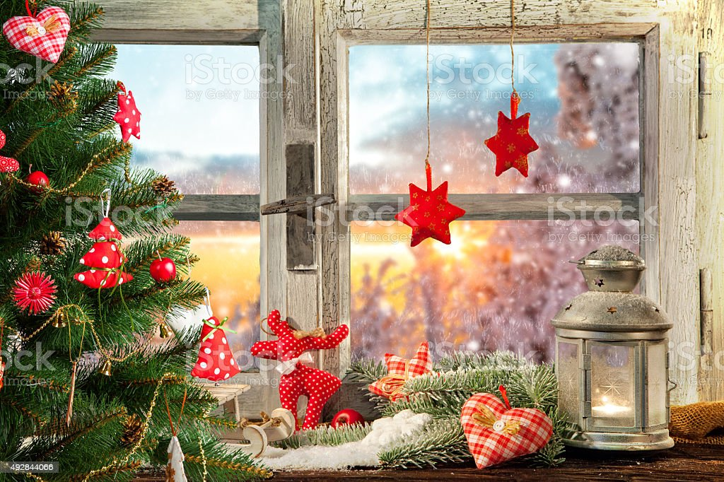 Stimmungsvolle Weihnachten Fensterbank Dekoration Stock Fotografie