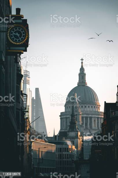 Atmospheric shot of st pauls cathedral london picture id1130418975?b=1&k=6&m=1130418975&s=612x612&h=qmbkj5jtwequlohunqbri8renutcrluqq7x66hhhzfu=